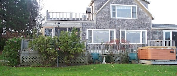Waterfront Vacation Rental Home on Penobscot Bay, Rockland, Maine - Sleeps: 6 Price: $3,000/week Cleaning Fee: No Wi-Fi: Highspeed Internet TV: Cable Pets: No